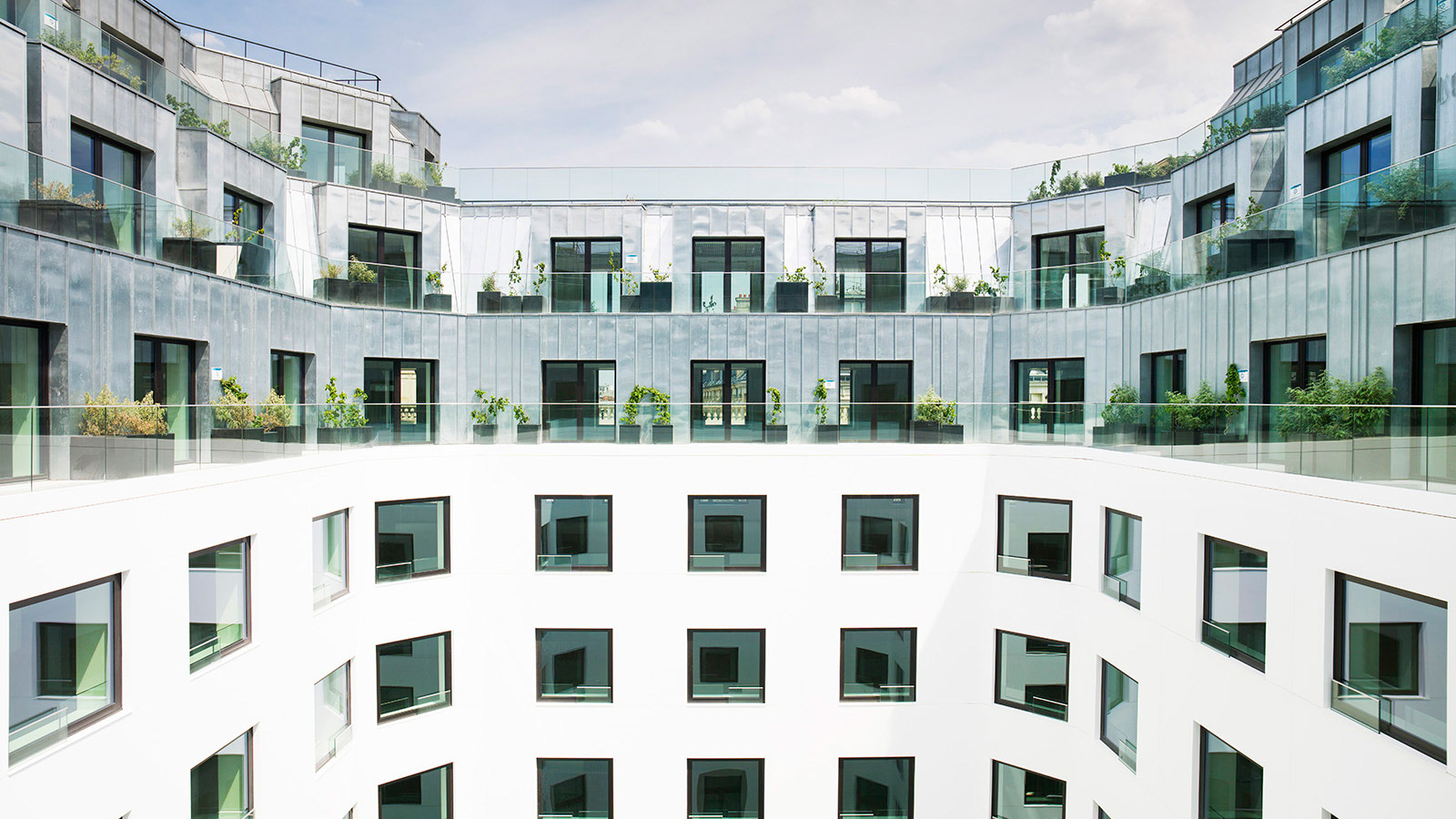 Porcelanosa Grupo Projects: Krion® on the Cour Amsterdam ventilated façade  in Paris