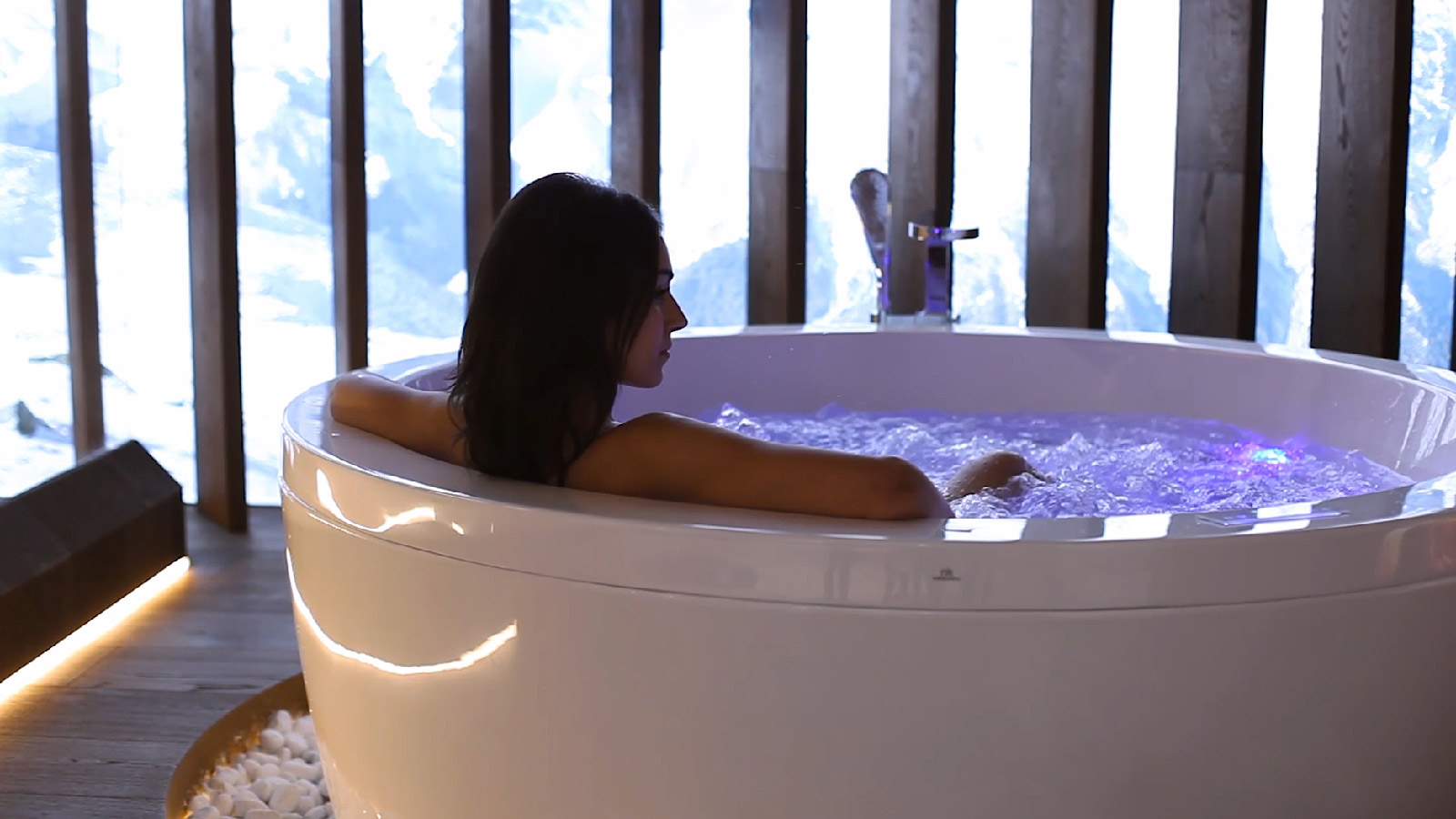 Noken presents its new outdoor bathtubs and its cutting-edge wellness sensations equipment for indoor bathtubs