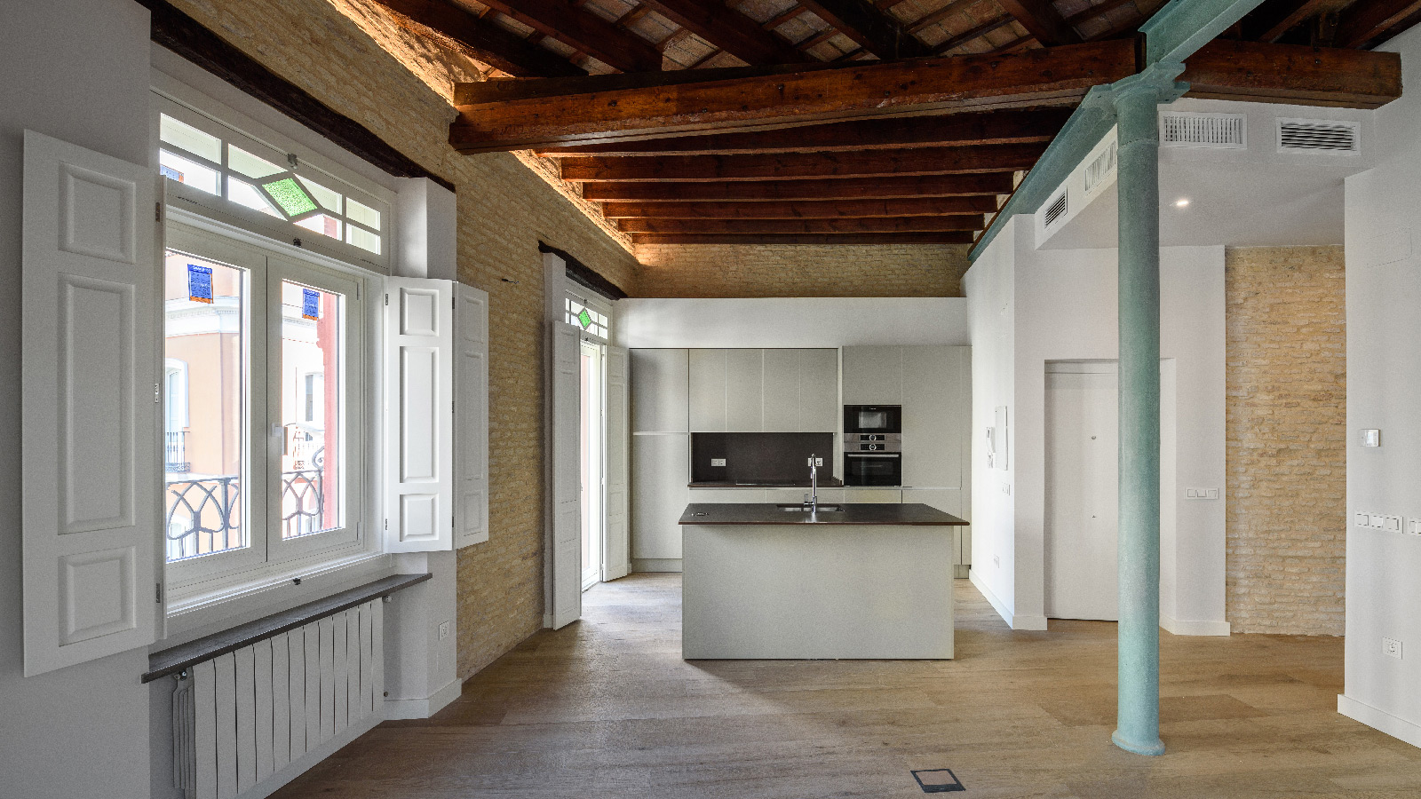 Porcelanosa Grupo Projects: two different styles in a house in Seville