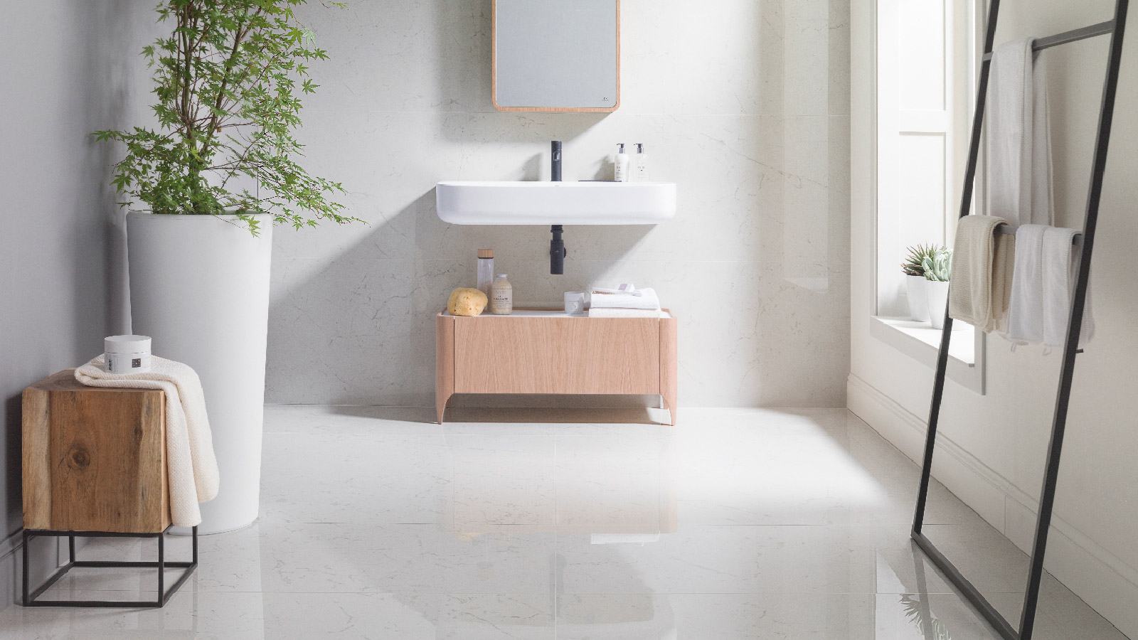 Bianco ceramic tiles, Thassos and Portofino by Porcelanosa are gaining ground in kitchens and bathrooms