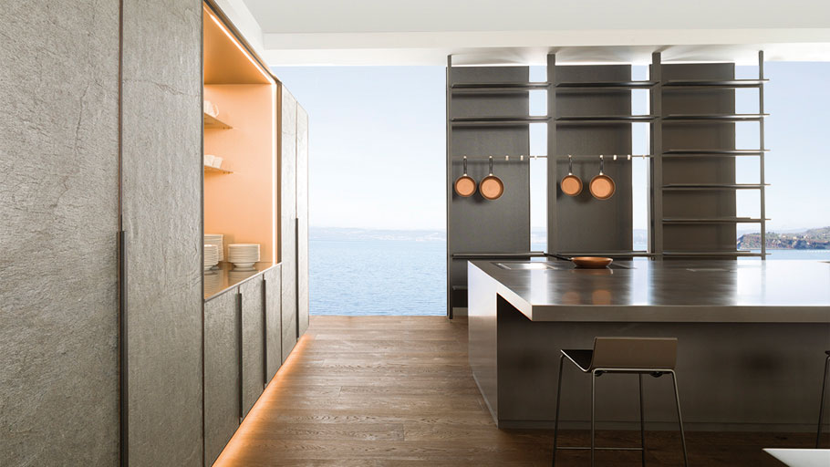 Premium kitchens manufactured with XLight: quality and design in wall tiles for spaces with character