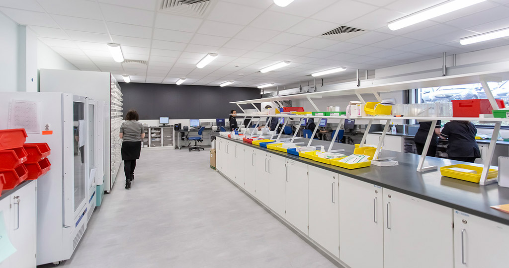 PORCELANOSA Grupo Projects: cutting-edge health in the Forbes Fraser pharmacy in the Royal United Hospital with KRION®