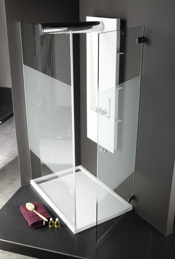 Glass that guarantees the security and comfort in the bathroom with the Systempool shower screens