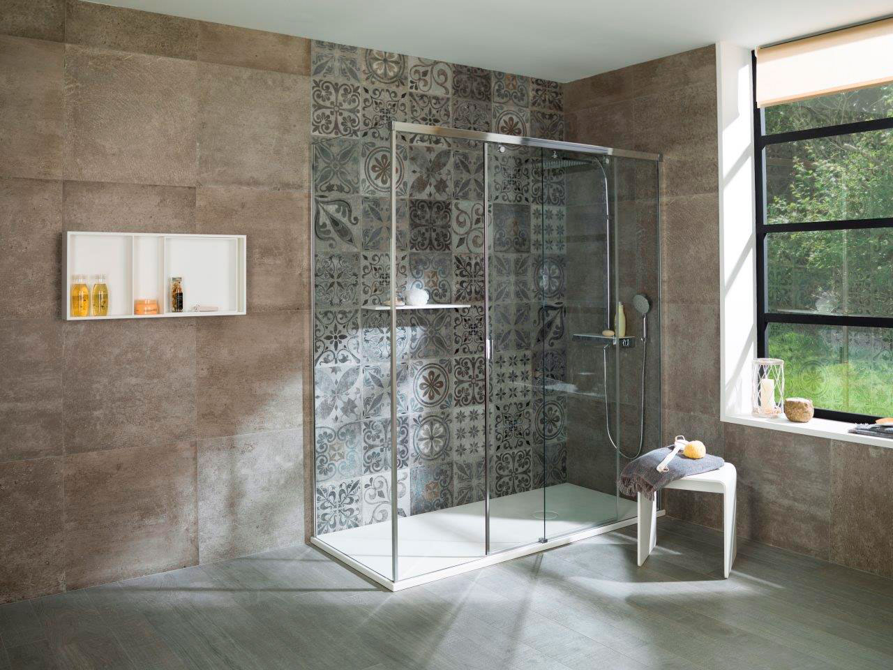 Cersaie 2015: Sinuosity and nature in the new S+Line Systempool shower screen