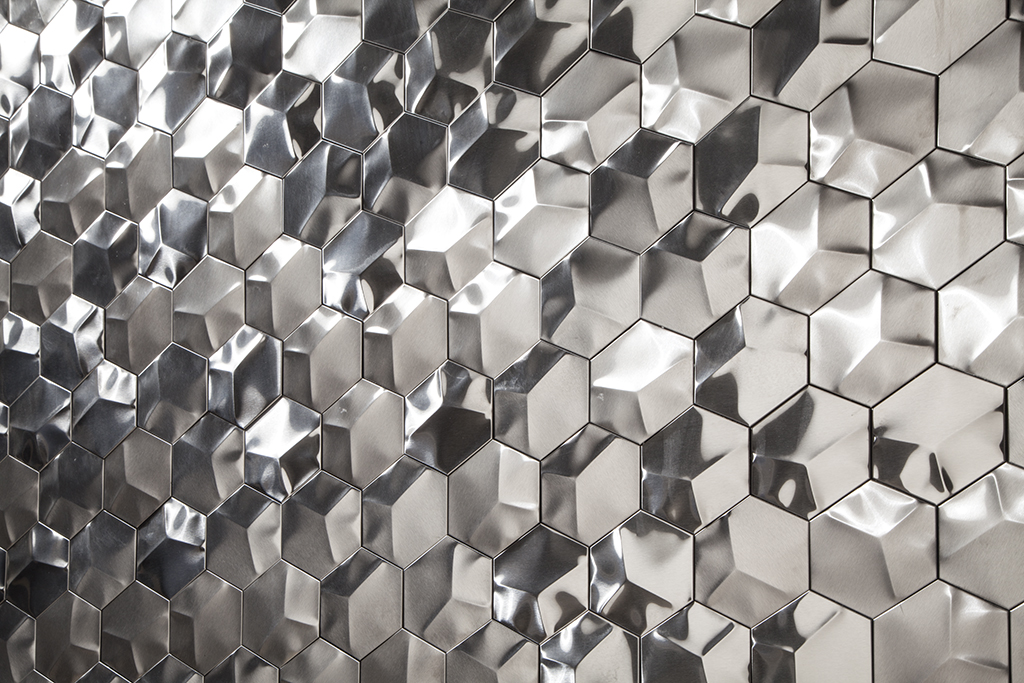 Dynamism and sophistication with L'Antic Colonial metal mosaics