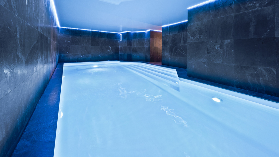 PORCELANOSA Group Projects: The Araucaria Hotel Spa. Distinction and relaxation in the Alps (France)