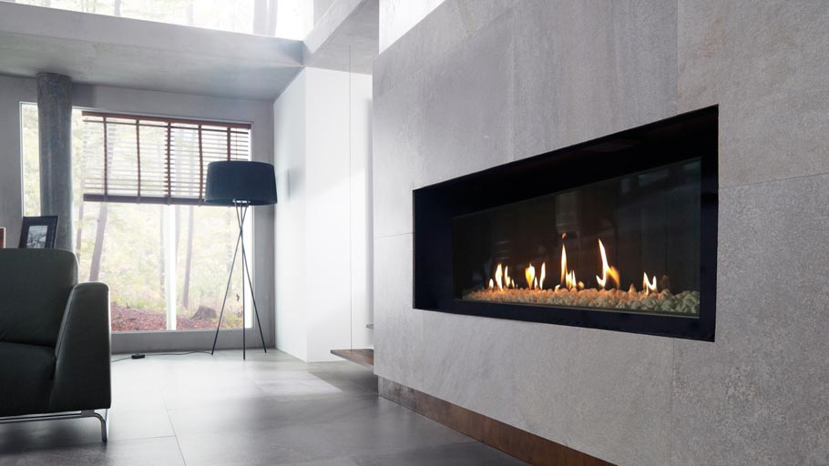 Warm and cosy atmospheres around the fireplace with wall tiles from the PORCELANOSA Grupo
