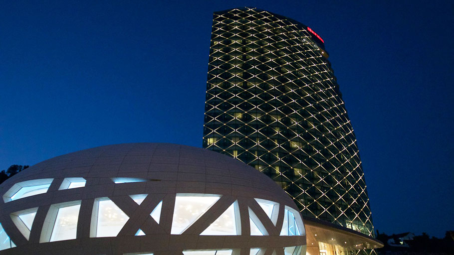 PORCELANOSA Grupo Projects: a spherical dome manufactured with KRION® finishes off the Sheraton Hotel building in Algeria