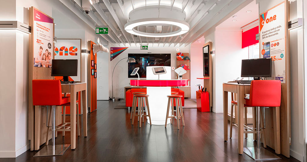 PORCELANOSA Group Projects: KRION® reinvents the Vodafone Puerta del Sol Flagship store