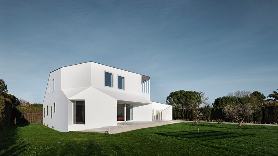 The 9th PORCELANOSA Grupo Finalists Awards: a clear open and elegant house in the Completed Projects category