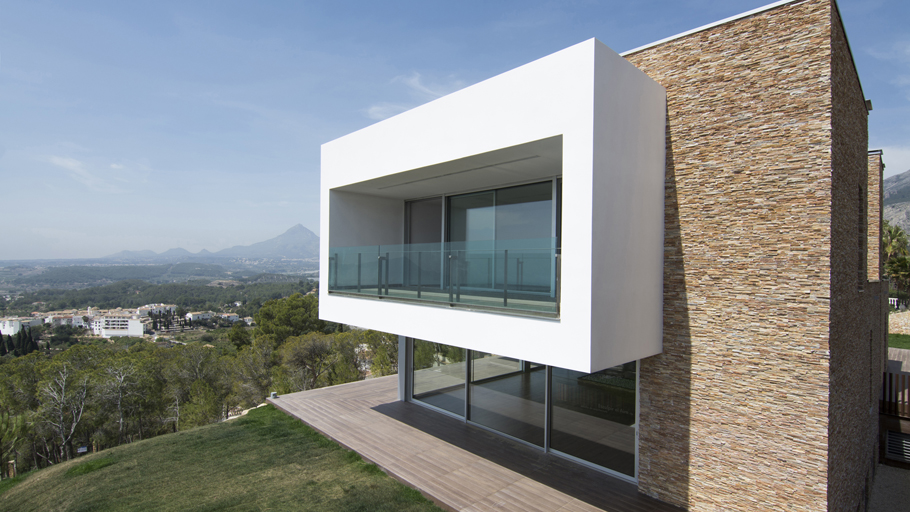 PORCELANOSA Grupo Projects: Casa con una montaña