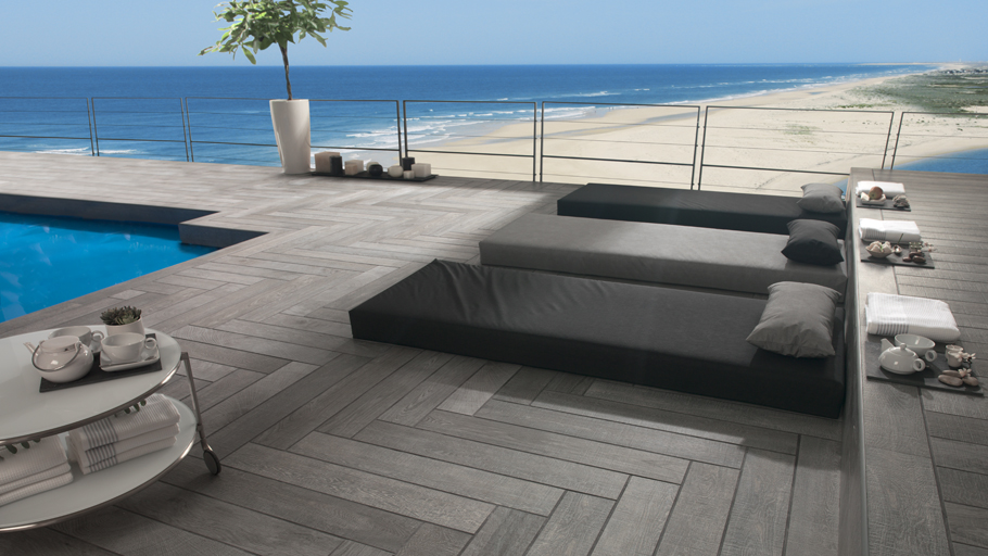 Swimming pools for exclusive safe bathing. Sumptuousness and reliability in Porcelanosa Grupo materials