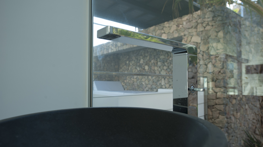 PORCELANOSA Group Projects: VV Bolnuevo Floating House, Murcia (Spain)