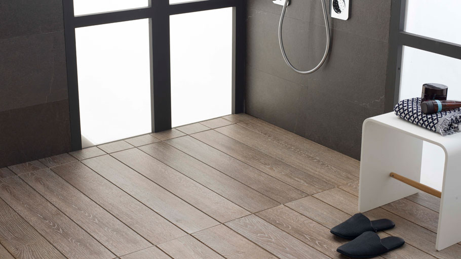 Shower Deck shower trays by Butech: exclusive showers with a wood decking appearance