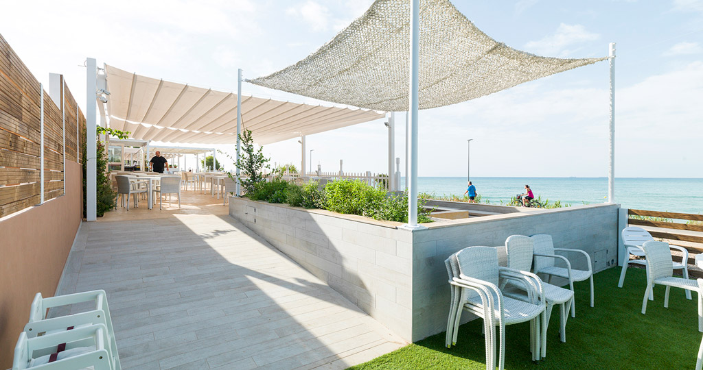 PORCELANOSA Grupo Projects: The panoramic and gastro-healthy restaurant Palasiet Club, Benicassim