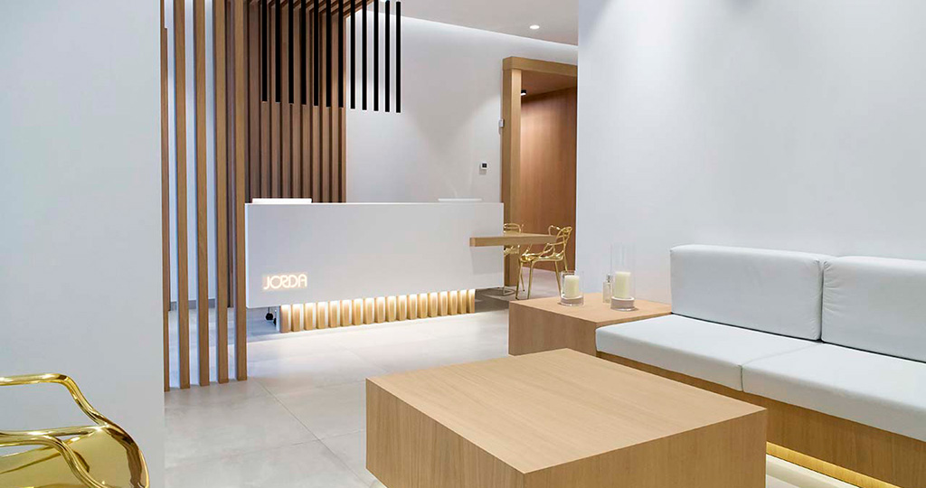 PORCELANOSA Grupo Projects: KRION® llena de sensaciones la Clínica Dental Jordá, Alcoy