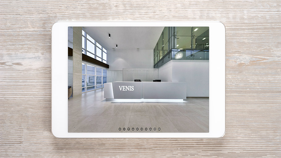 Venis on the inside and 360 degrees. Discover its showroom in a virtual tour