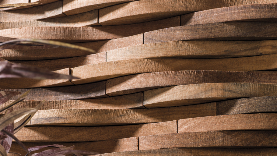 Wooden waves give shape to the new L'Antic Colonial mosaic: Wood Duna