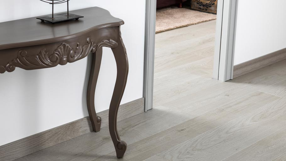 New access-baseboards in a wood finish by Butech: the ideal complement for ceramic parquet