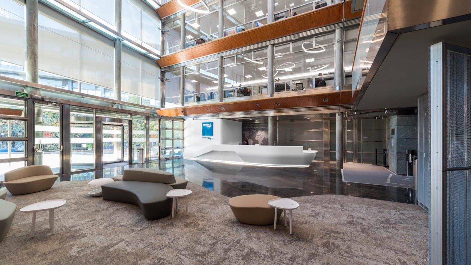 The 11th Porcelanosa Awards – professionals: Sanitas' headquarters in Madrid uses KRION® in its main hall