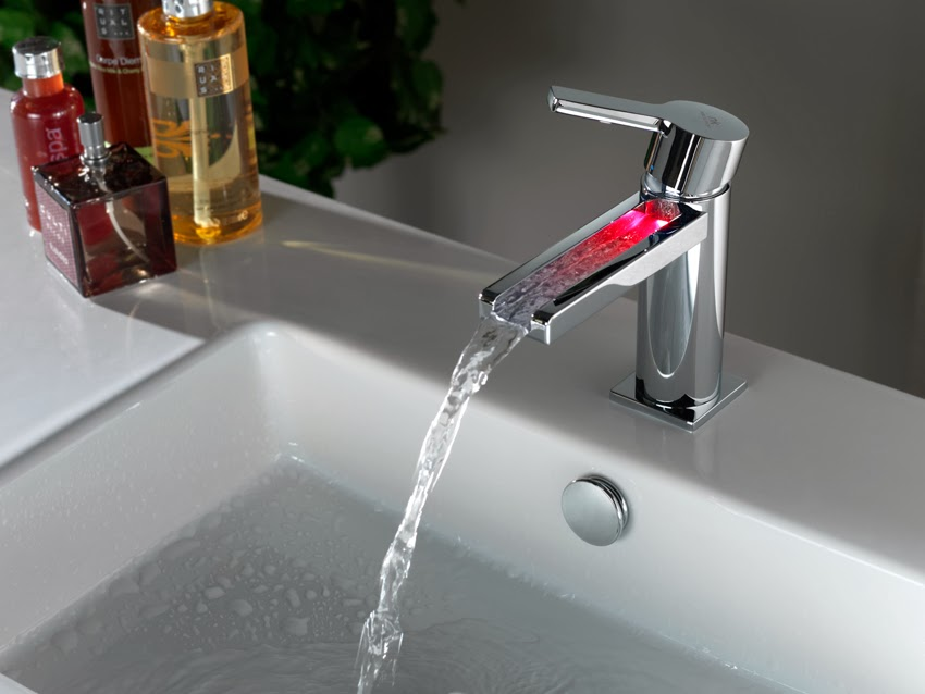 Urban-c bathroom taps with light: Selecting water temperatures without any surprises