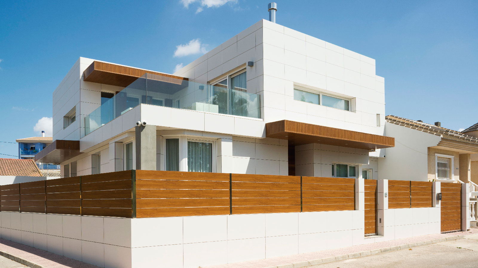 PORCELANOSA Group Projects: volume combination for a single-family home in Murcia