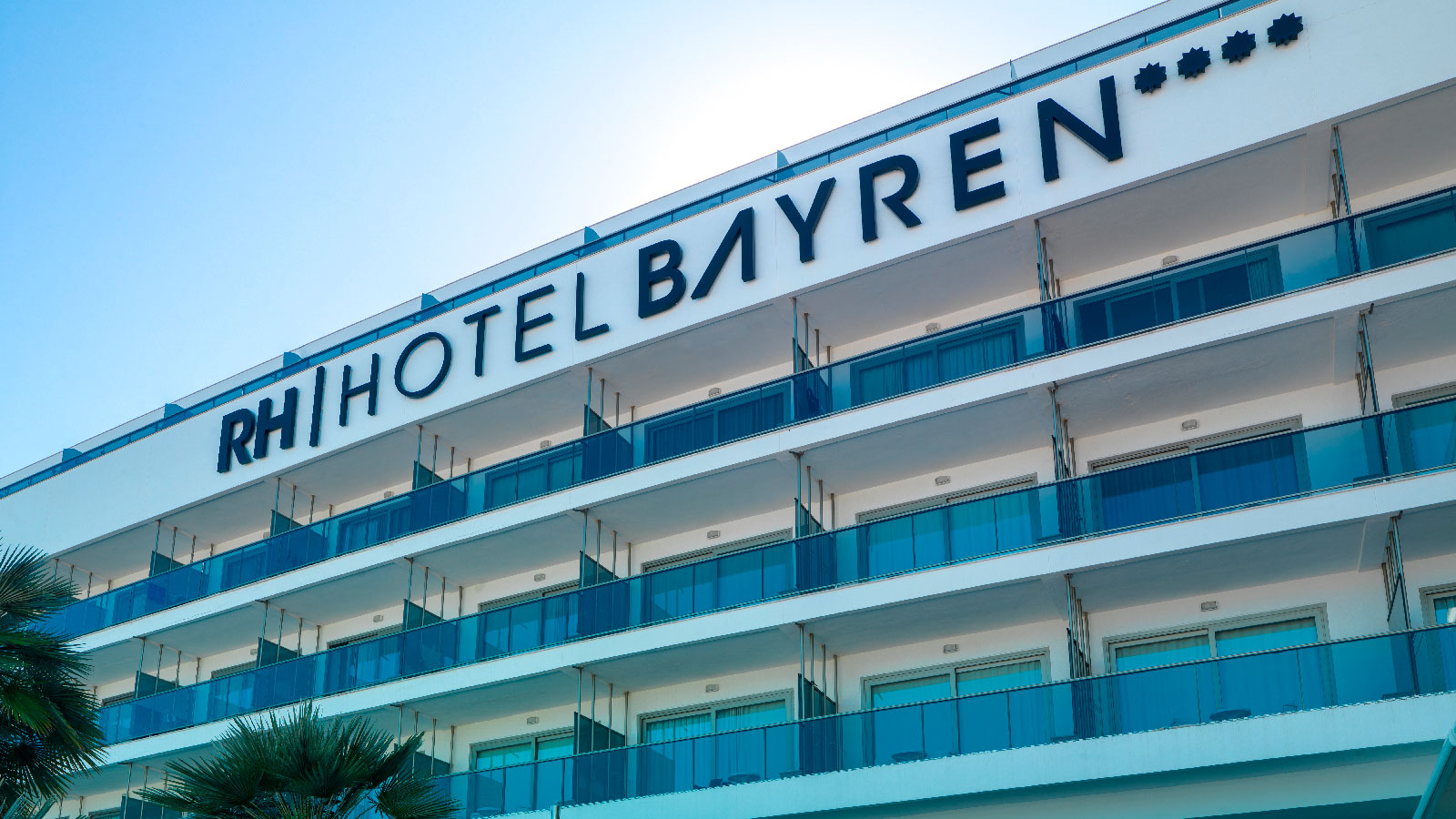 PORCELANOSA Grupo Projects: The RH Bayren & Spa Hotel in Gandía uses KRION™ for its ventilated façade