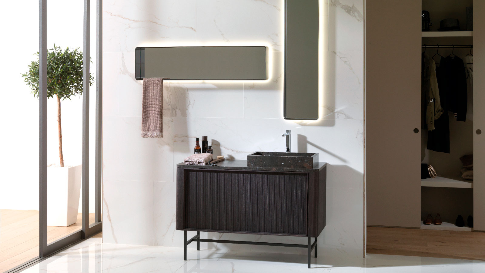 Blind from Gamadecor, a unique bathroom with retro style