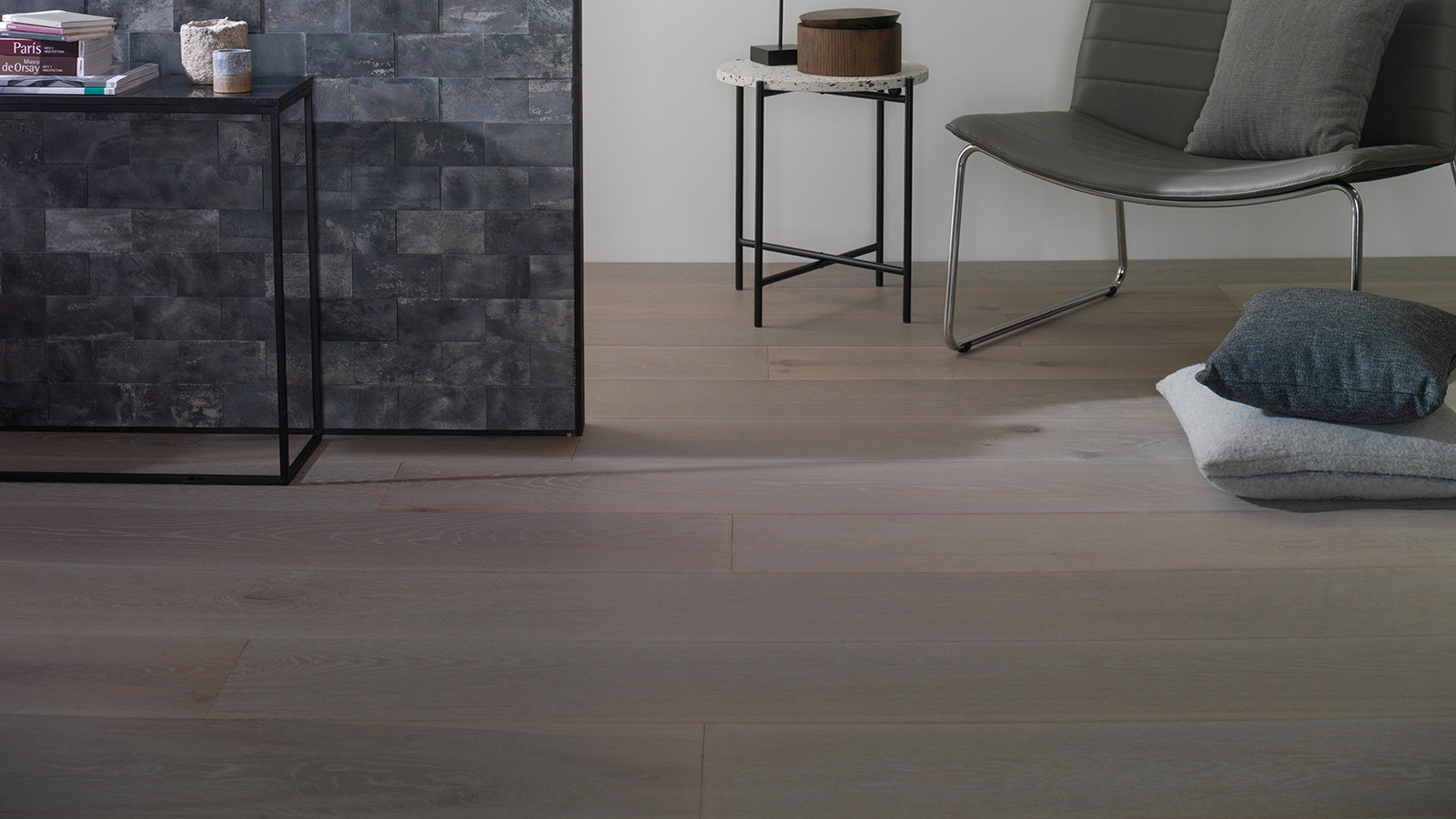 Parque-Wald-1L-Custom-Osning+Revestimiento-Worn-Anthracite-Antic-Colonial-Porcelanosa
