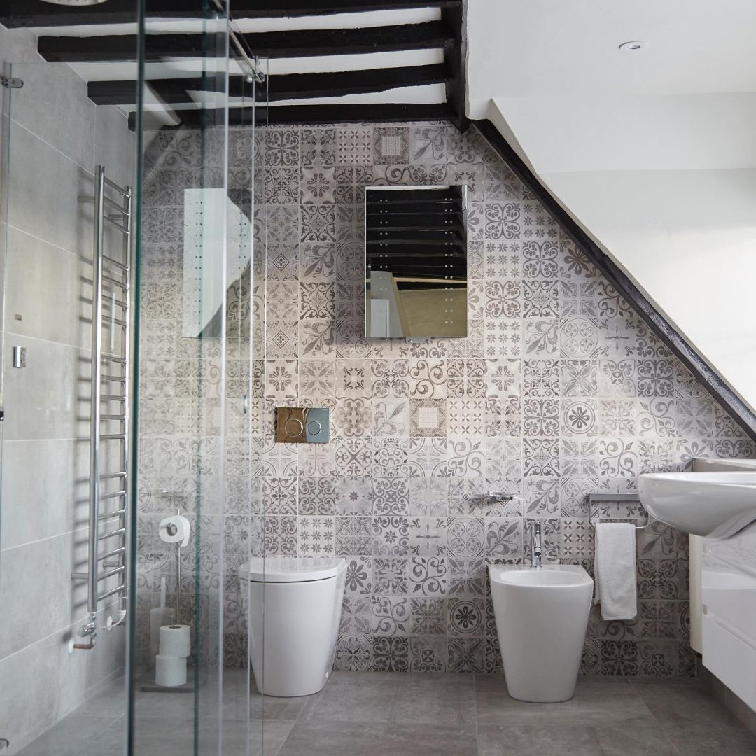 How To Decorate A Bathroom With A Sloping Roof Design