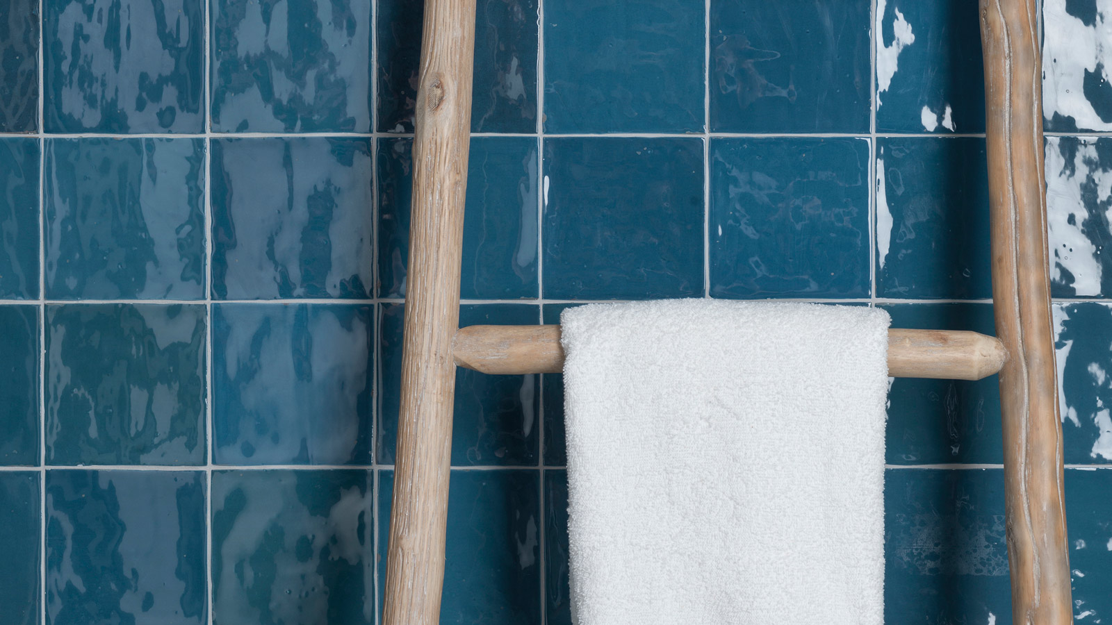 Different Ways to Add a Touch of Blue in Your Bathroom