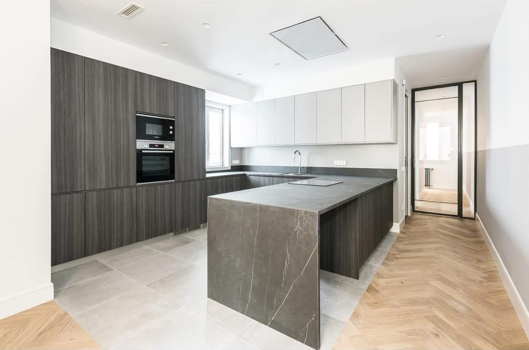 kitchen flooring ideas combining wood and ceramic tiles