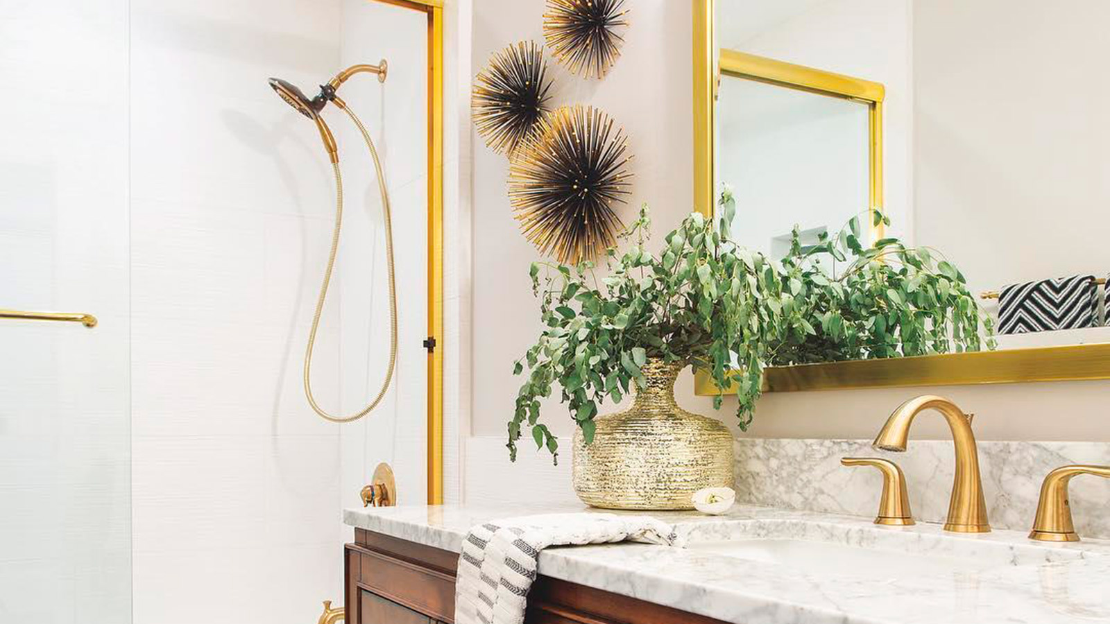 Gold bathroom decor