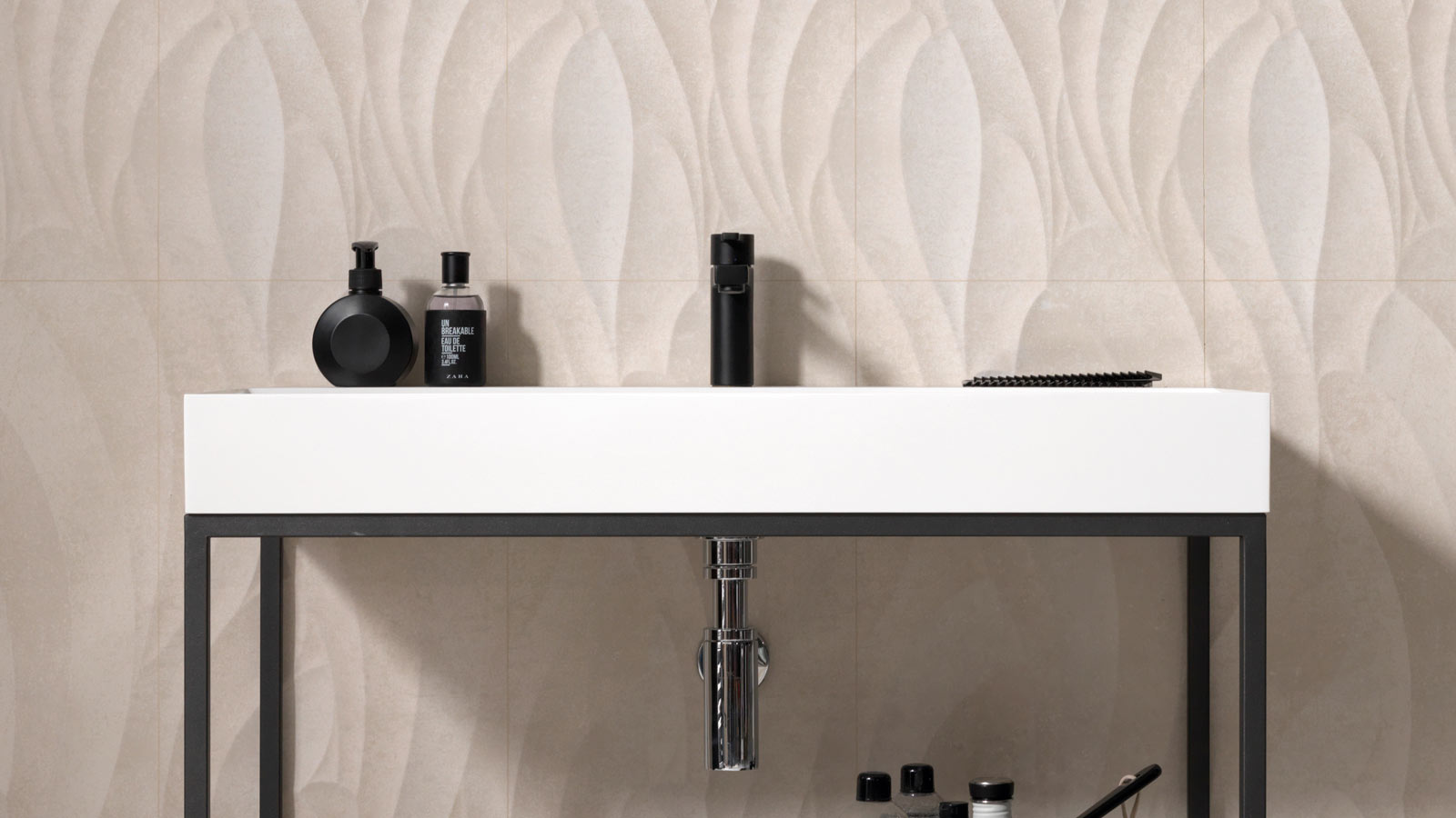 27th International Exhibition: Neutral and geometric bathrooms with Gamadecor