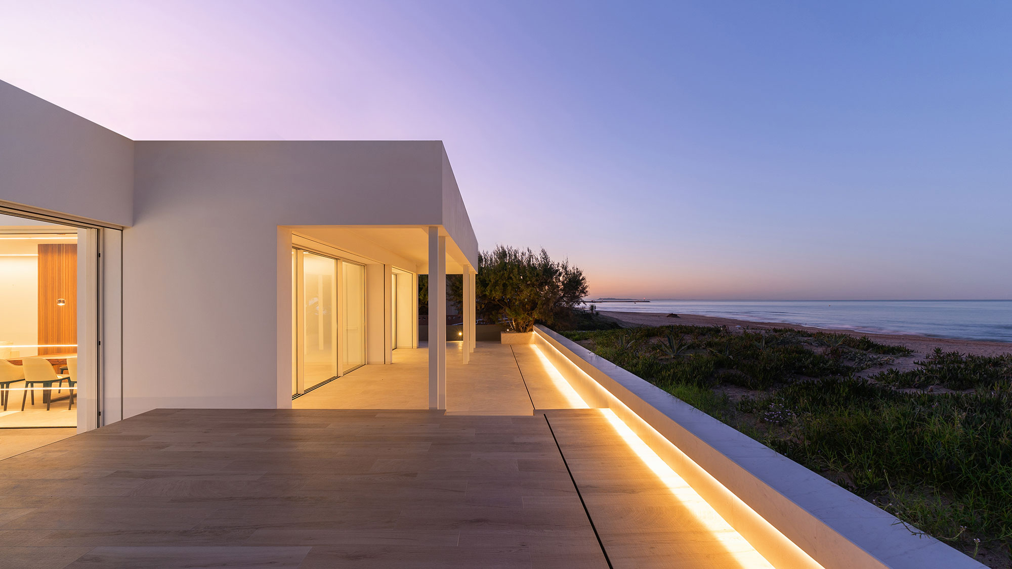 PORCELANOSA Group Projects: Dune House, minimalist architecture's awakening on the shores of the Mediterranean