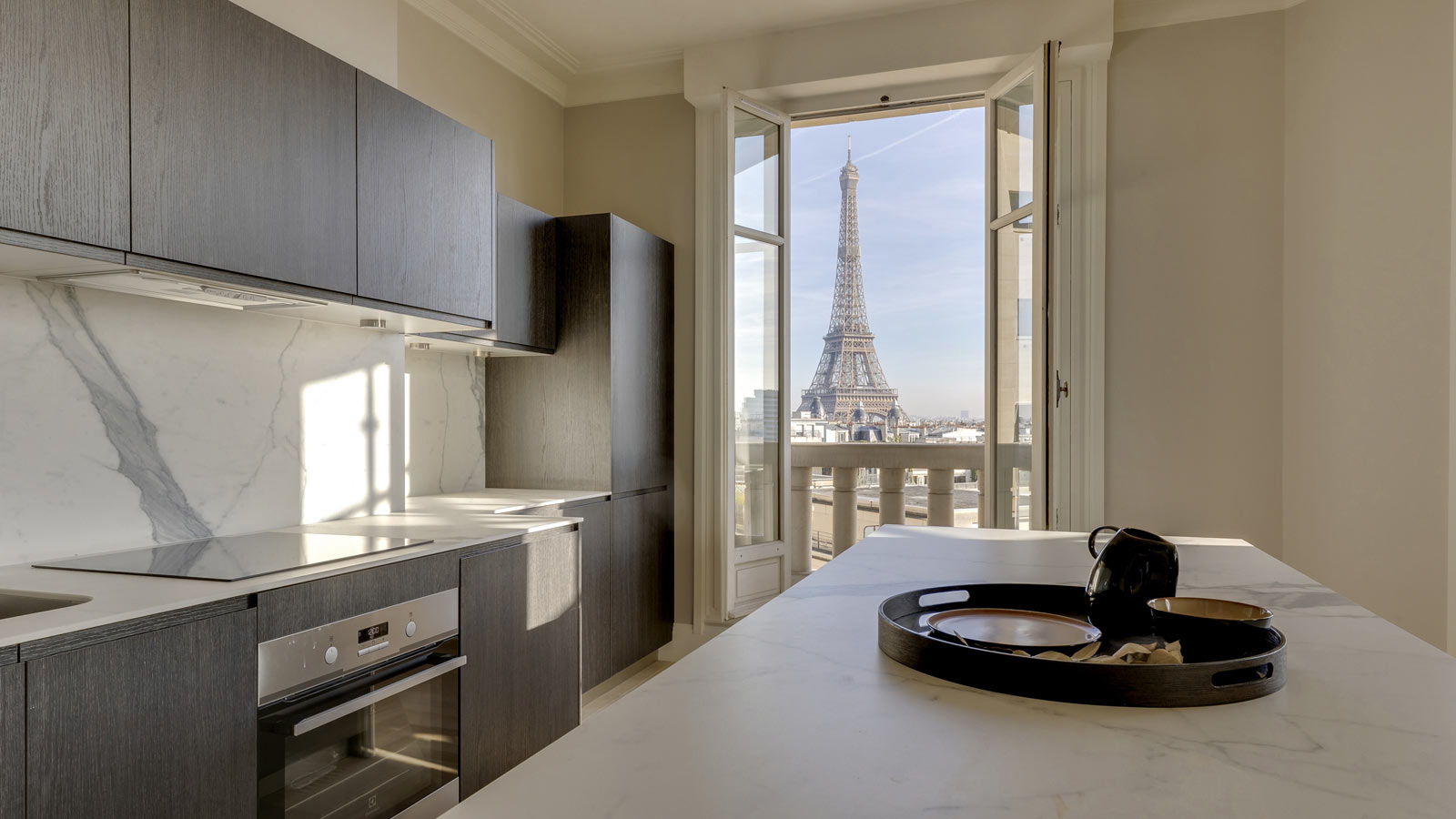 PORCELANOSA Group Projects: An art deco apartment facing the Seine