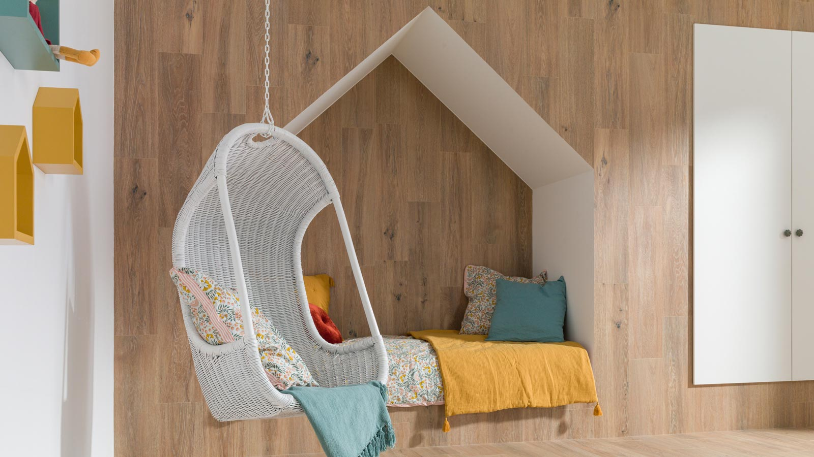 Decorate a child's room in an original and elegant way