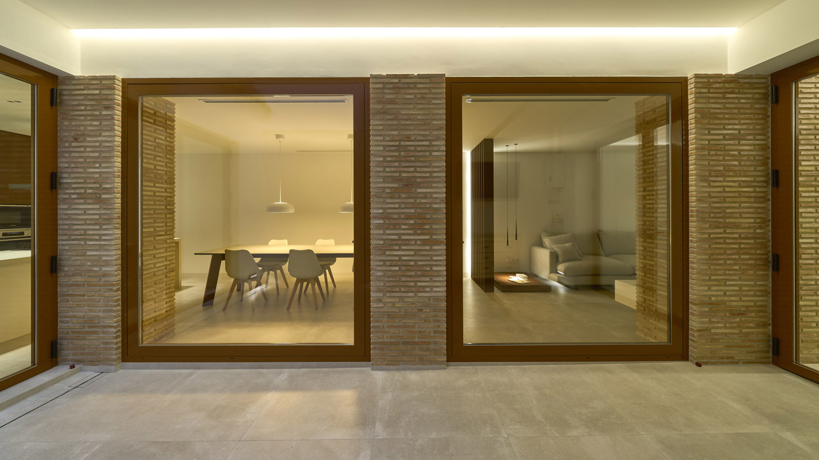 PORCELANOSA Grupo Projects: Vivienda PM, a house that seamlessly combines traditional and minimalist styles