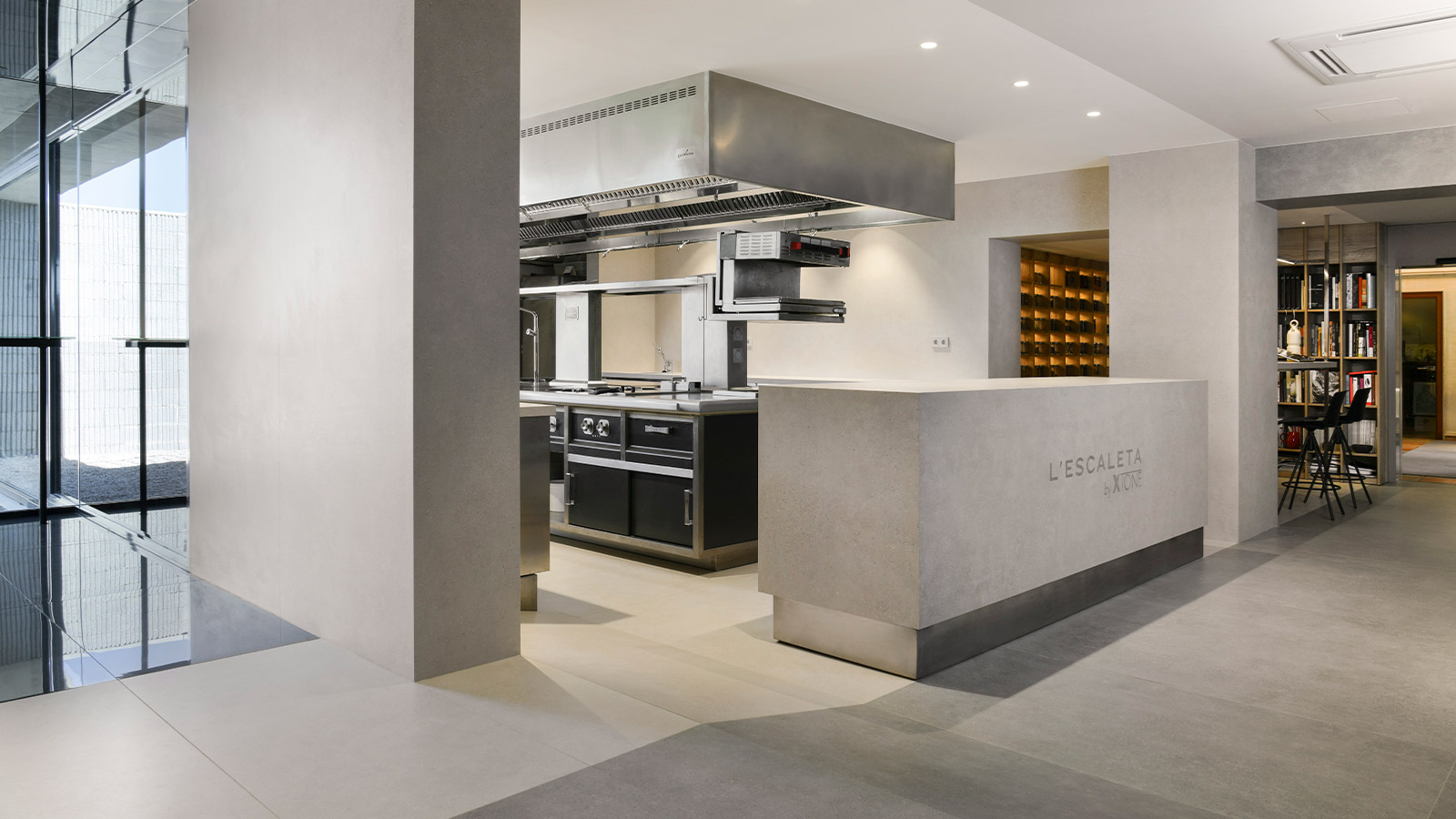 L'Escaleta turns 40 and renews its kitchen with XTONE by PORCELANOSA Group