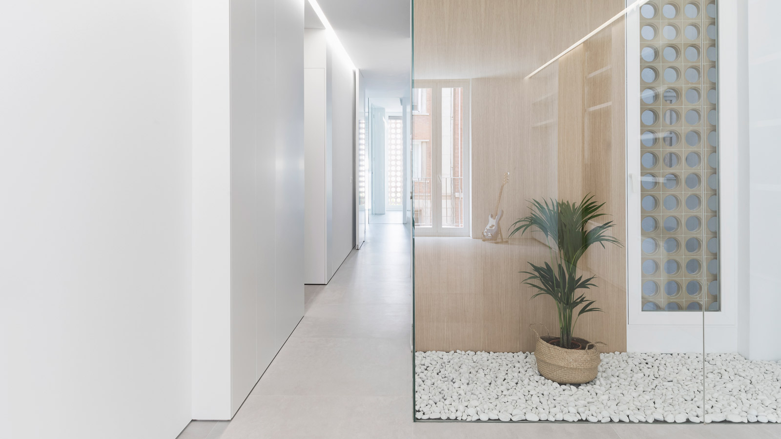 PORCELANOSA Group Projects: Una vivienda luminosa y simétrica en el centro de Valencia
