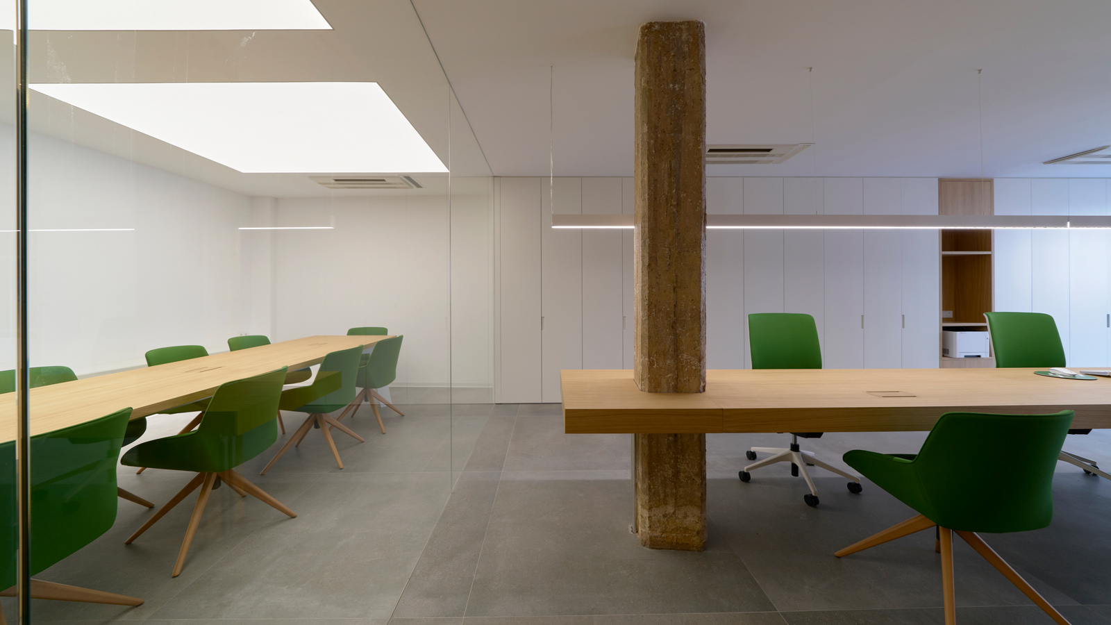 PORCELANOSA Group Projects: EM offices in Meliana: ergonomics and design for workplace wellbeing