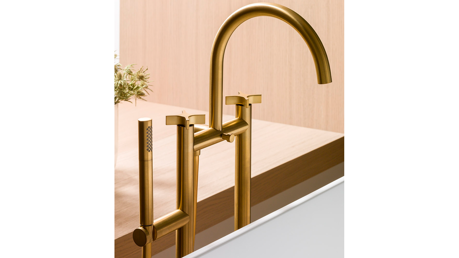 Oro Cepillado brushed gold Lignage bathroom and shower taps